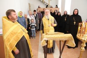 В Николаевском подворье Знаменского монастыря митрополит Ириней совершил праздничный молебен