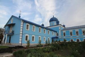 Митрополит Ириней с архипастырским визитом посетил Знаменский женский монастырь